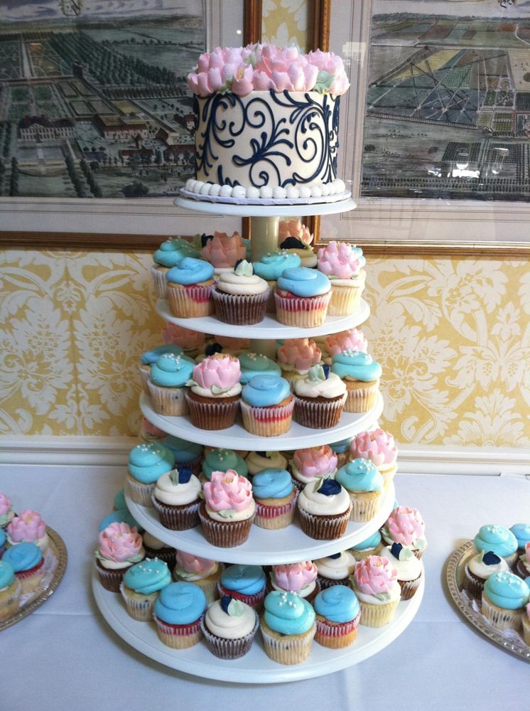 navy-and-pink-cupcakes