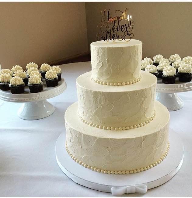 Classic wedding cakes white flower cake shoppe classic soft texture mightylinksfo